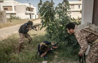 Libya ordusu, Hafter milislerinin işgalindeki Vatiyye Hava Üssü'nü tamamen kuşattı