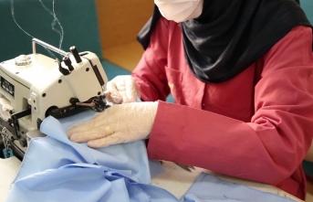 Suriyeli yetim annelerinden maske üretimi