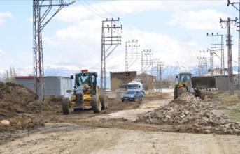 Yüksekova'nın yolları asfalta kavuşuyor