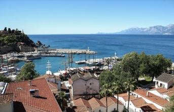 Antalya'da ticari yat ve turizm teknelerine izin verildi