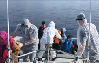 Çanakkale açıklarında Türk kara sularına itilen 24 sığınmacı kurtarıldı