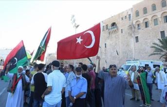 Libya'nın başkenti Trablus'ta Sisi'ye karşı Libya ve Türk bayraklı gösteri