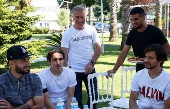 Trabzonspor'da başkan Ağaoğlu futbolcular ve aileleri yemekte buluştu