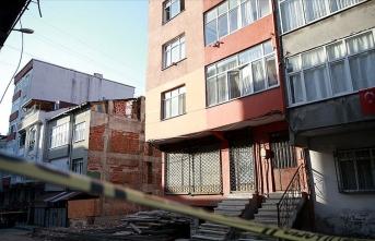 Yıkılma riski bulunan bina boşaltıldı