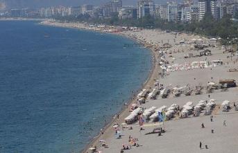 Antalya ve Muğla'da sahillerde yoğunluk yaşanıyor