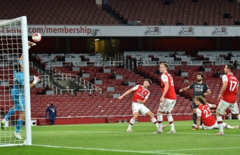 Arsenal şampiyon Liverpool'u 2-1 yendi