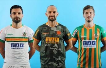 Aytemiz Alanyaspor yeni sezon formalarını tanıttı