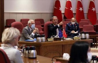 Bakan Akar: AB'nin Türkiye'ye objektif yaklaşması her iki tarafa büyük yarar sağlayacak