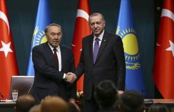 Cumhurbaşkanı Erdoğan Kazakistan'ın kurucu Cumhurbaşkanı Nazarbayev ile telefonda görüştü