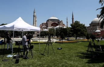 Dünyanın gözü Ayasofya'da! Yabancı basın Sultanahmet Meydanı'na kamp kurdu