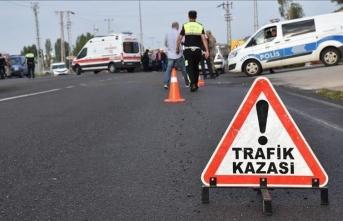İşçileri taşıyan kamyonet devrildi: Çok sayıda yaralı var!
