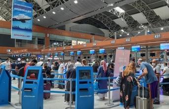 Havalimanlarında bayram yoğunluğu