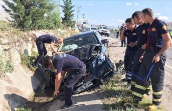 Makam arabası otomobile çarptı: Vali yaralandı!