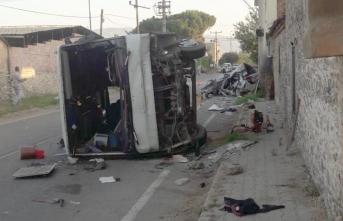 Otomobille işçi taşıyan minibüs çarpıştı: Ölü ve yaralılar var