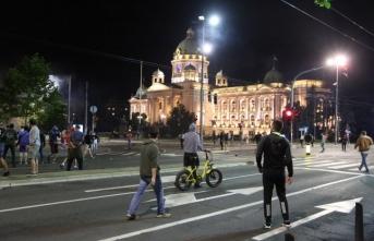 Sırbistan'da hükümetin yeni Kovid-19 tedbirleri protesto edildi