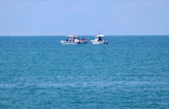 Van'da kaybolan tekneyi arama çalışmalarına SAK timi de katıldı