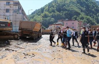 Giresun'daki sel sonrası riskli binaların yıkımı sürüyor