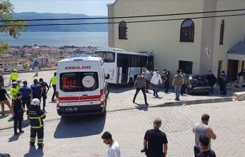 Jandarma personelini taşıyan midibüs kaza yaptı! Yaralılar var