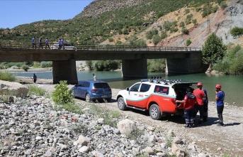 Kaybolan 4 yaşındaki Miraç'ın bulunması için çalışmalar Dicle Nehri kenarında sürüyor