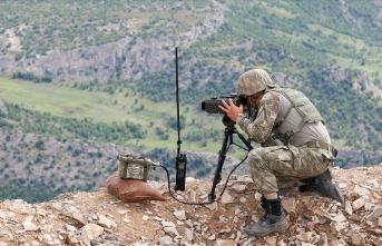 Sınırda güvenlik güçleri teröristlere nefes aldırmıyor!