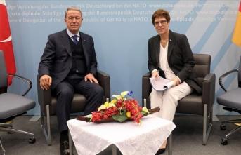 Bakan Akar, Almanya Savunma Bakanı Kramp-Karrenbauer ile görüştü