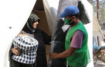İHH'den Afrin'de sığınmacı kamplarında yaşayan 250 aileye halı ve battaniye yardımı