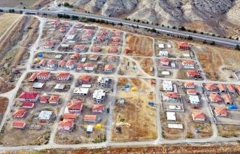 Köy sakinleri yeni ve modern köylerine taşınıyor
