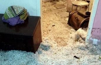 Sağanak ve dolu nedeniyle ev ve iş yerlerini su bastı!