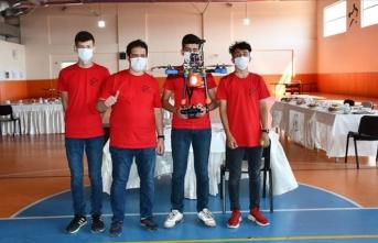 Sivaslı genç yetenekler geliştirdikleri İHA ile TEKNOFEST'te Türkiye birincisi oldu