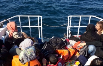 Tur teknesiyle yurt dışına kaçmaya çalıştılar: Yüzlerce sığınmacı yakalandı