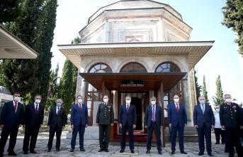 Vali'den Yavuz Sultan Selim'in kabrine ziyaret