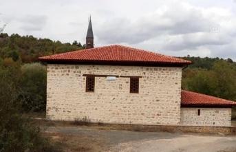 569 yıllık Küre-i Hadid Camii yıllara meydan okuyor