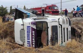 Feci kaza: Tır ile otomobil çarpıştı: 3 yaralı