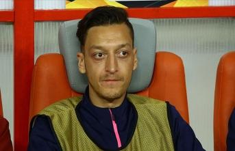 Ünlü teknik direktörden, yedek kulübesine hapsolan Mesut Özil'e destek