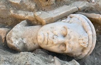 Antik kentte 2 bin yıllık rahip başı heykeli bulundu