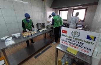 Bosna Hersek'teki mültecilere sıcak yemek
