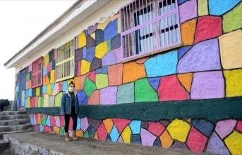 Doğaseverler köy okullarını renklendiriyor