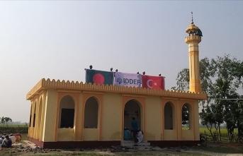 Dünyanın dört bir yanına cami, mescit, medrese inşa ediyor