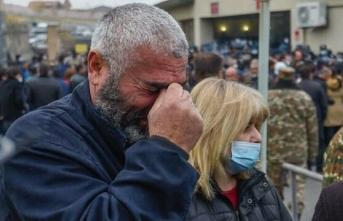 Ermenistan'da asker aileleri bakanlık binasını bastı