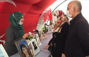 Evladı teslim olan anneden Diyarbakır annelerine ziyaret