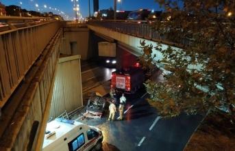 Feci kaza: Otomobil köprüden düştü! Yaralılar var