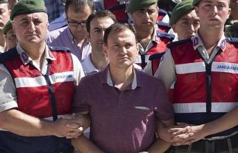 Meclisi bombalayan pilota ceza yağdı