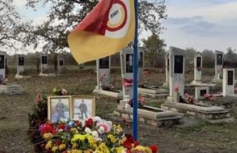 Şehidin mezarında Galatasaray bayrağı dalgalanıyor