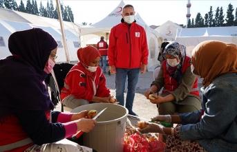 Yabancı öğrenciler Türk Kızılay gönüllüsü oldu