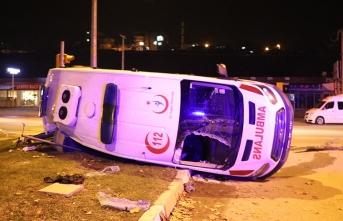 Ambulans ile minibüs çarpıştı,14 yaralı