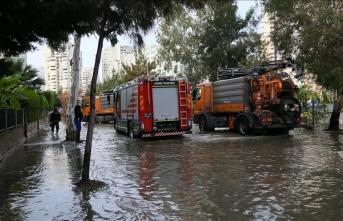 Antalya'da sel, evler sular altında kaldı