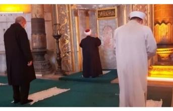 Ayasofya Camii'nde cuma namazını Mescid-i Aksa Camii imamı kıldırdı! Erdoğan da saf tuttu!