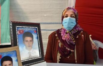 Evlat nöbetindeki anne: HDP ve PKK çocuk hırsızıdır