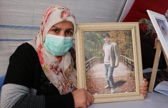 Evlat nöbetindeki anne: Oğlum hafızlık okuyordu, PKK onu kaçırdı