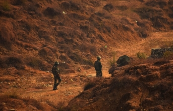 Hindistan askeri sivilleri katlediyor